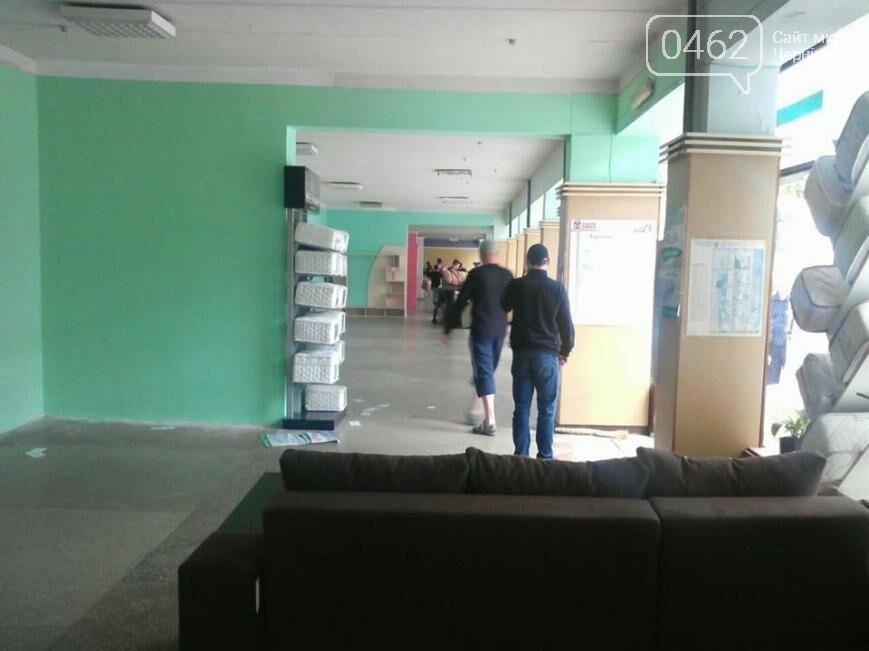 В Чернигове опять «выселяют» мебельный магазин на Жабинского, фото-2