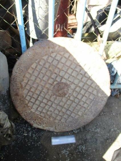В Чернигове орудовала парочка воров канализационных люков, фото-2