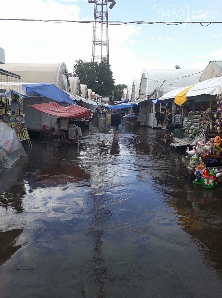 После ливня в Чернигове затопило Центральный рынок, фото-1