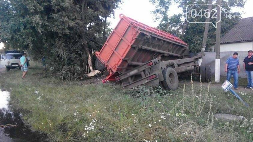 Водитель КамАЗа на Черниговщине погиб в ДТП, пытаясь спасти нарушителя правил, фото-1