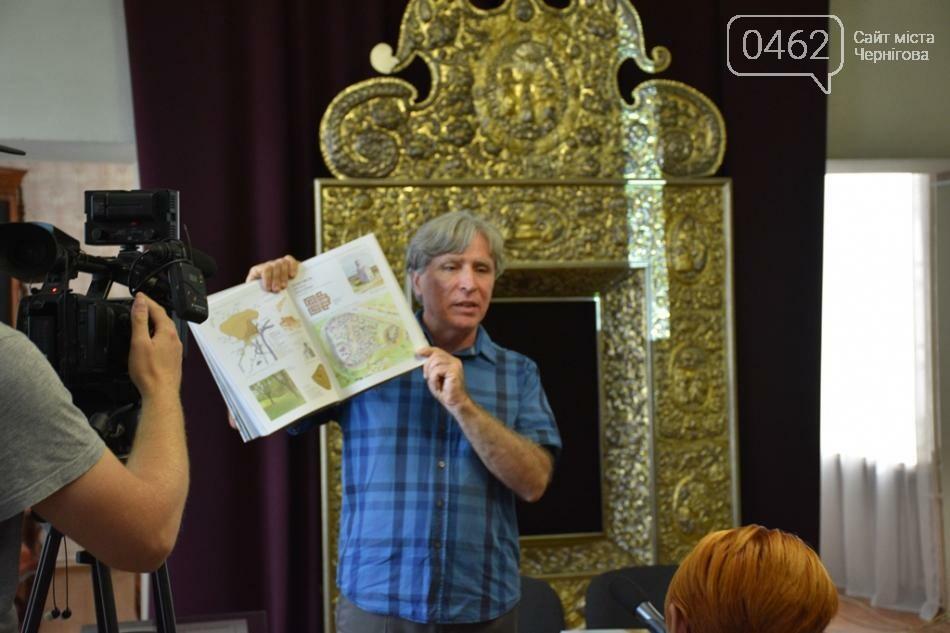 «Иллюстрированную историю Чернигова» раскупили. Пришлось переиздавать, фото-1
