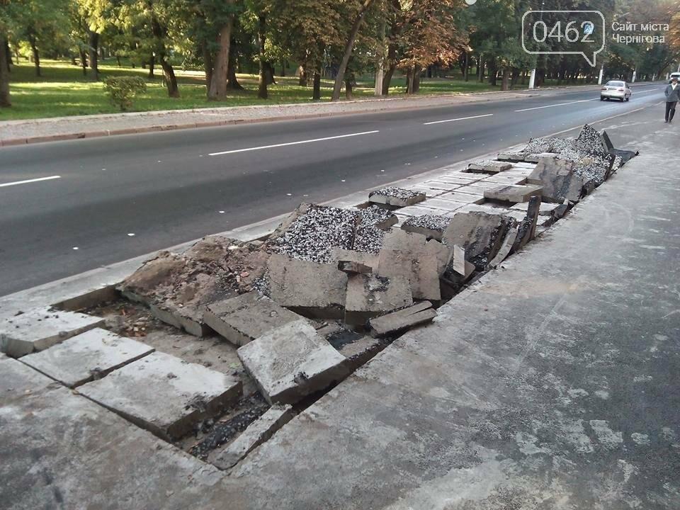 На Преображенской сняли часть свежеуложенного асфальта, чтобы садить деревья, фото-1