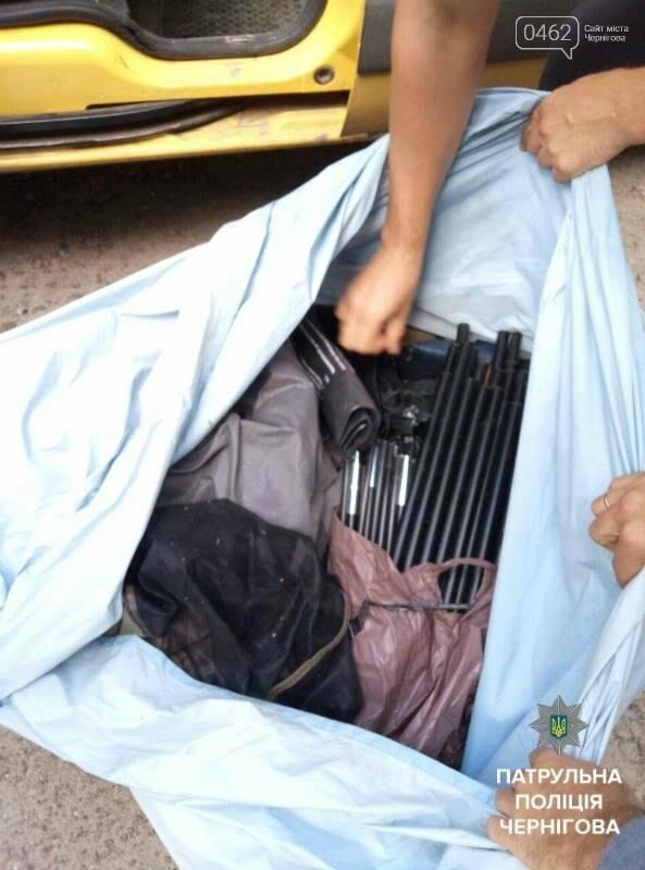 В Чернигове трое грабителей попались в такси при перевозке краденного, фото-2
