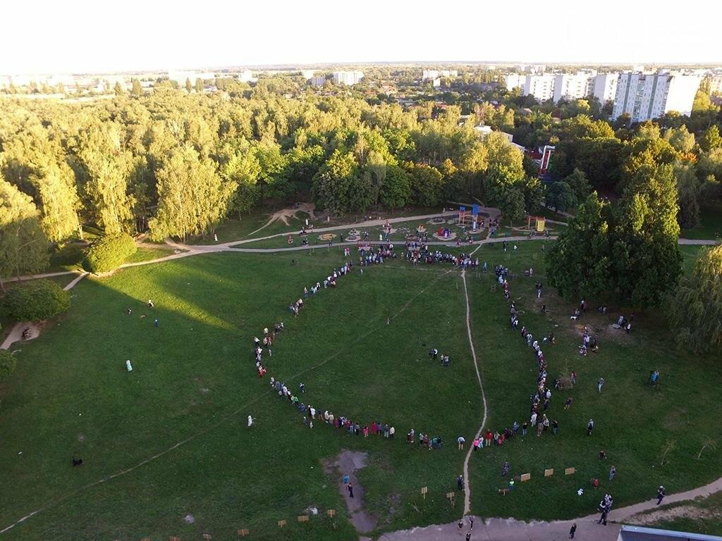 Черниговцы создали защитный круг для Березовой рощи , фото-2