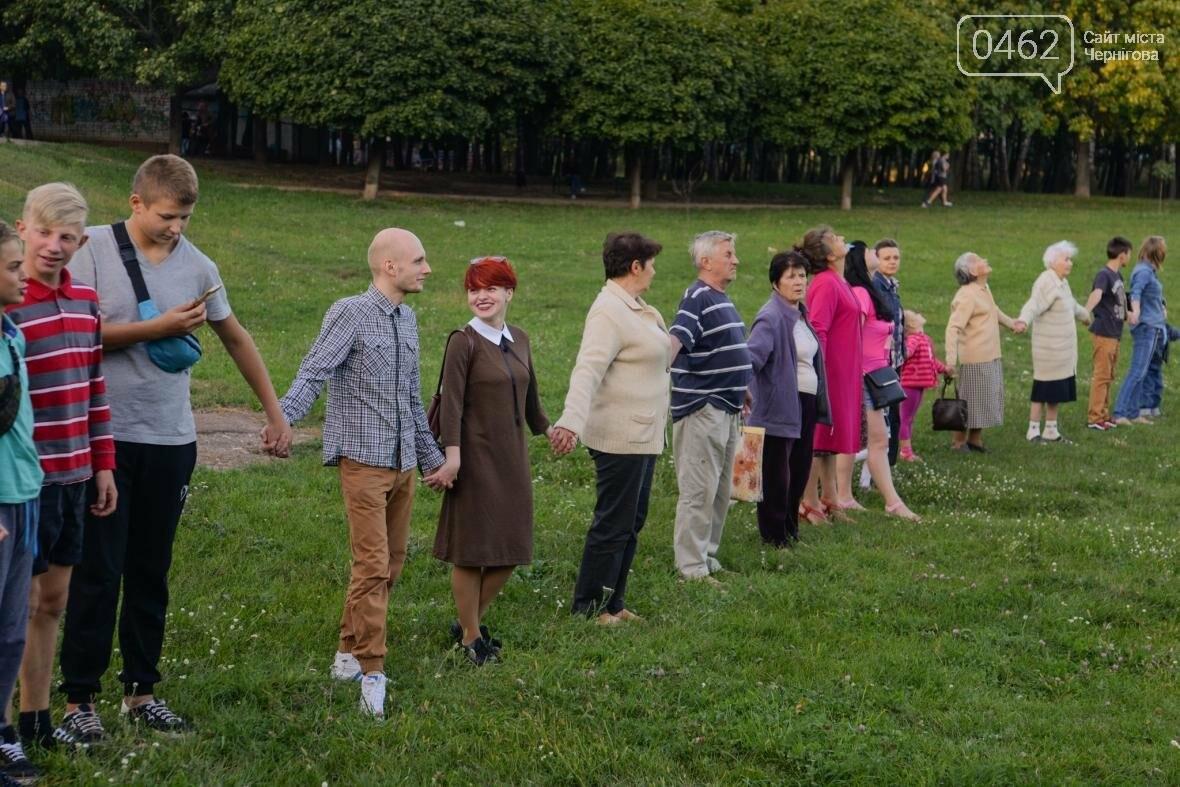 Черниговцы создали защитный круг для Березовой рощи , фото-1