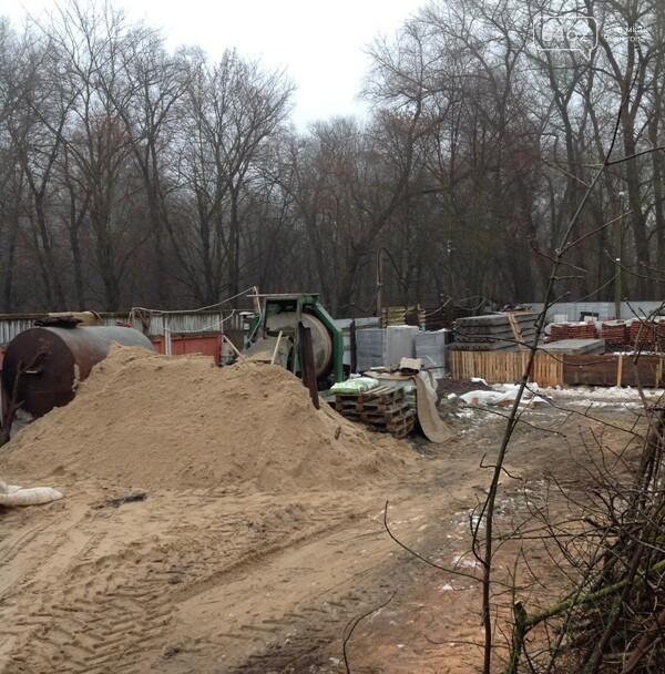 На месте гаража теперь – бетономешалка