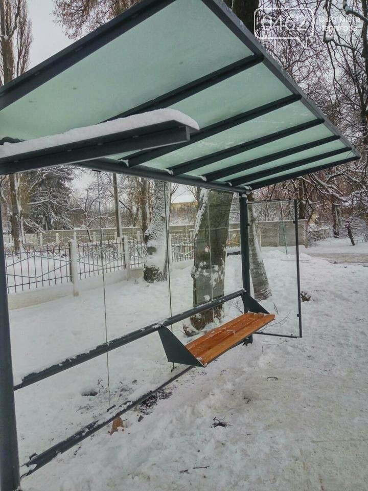 На двух остановках на улице Старобелоусская исчезли скамейки, фото-1