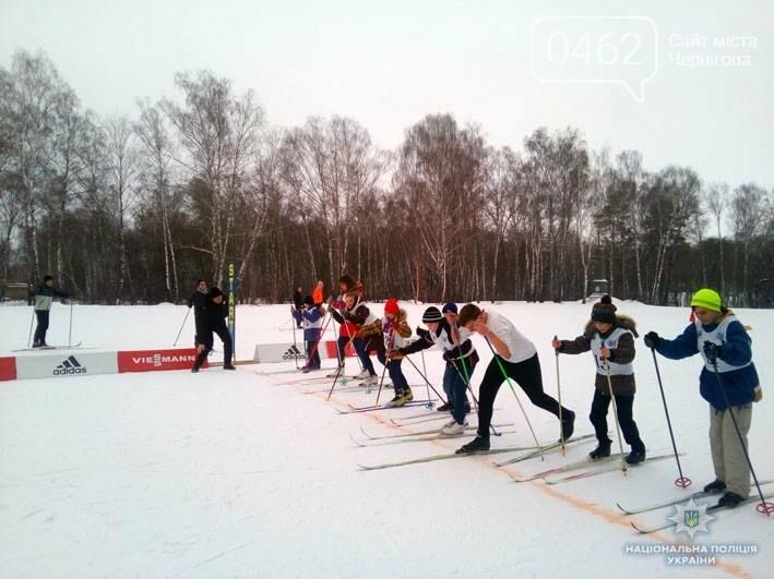 """Черниговская полиция поставила """"сложных"""" детей на лыжи, фото-1"""
