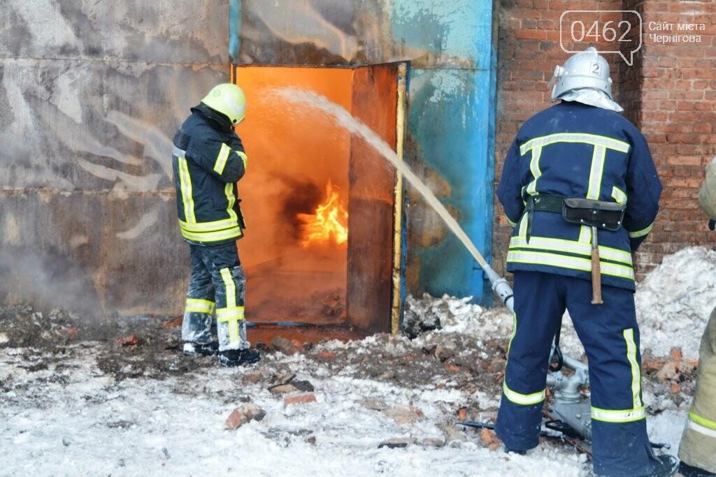 В Чернигове сгорел цех по производству мебели, фото-2