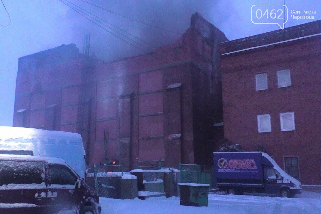 В Чернигове сгорел цех по производству мебели, фото-1