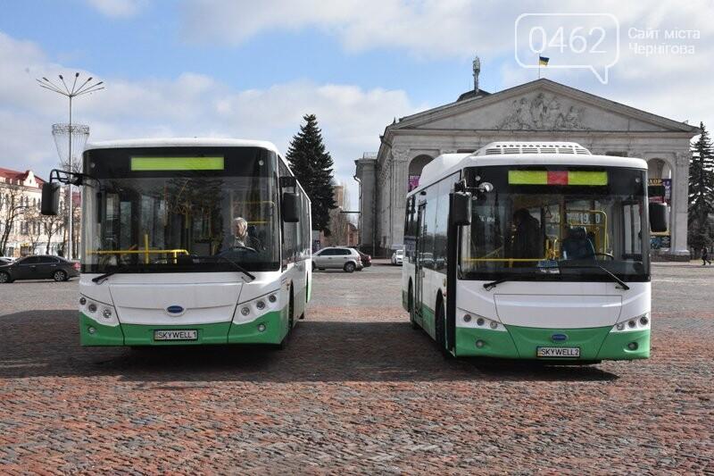 Сегодня на центральной площади Чернигова осмотрели городские электроавтобусы, фото-1