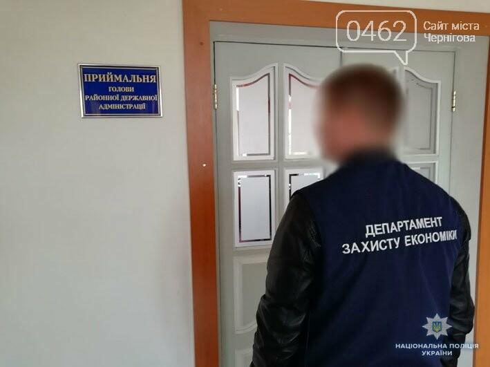 На Черниговщине чиновника поймали на взятке, фото-1