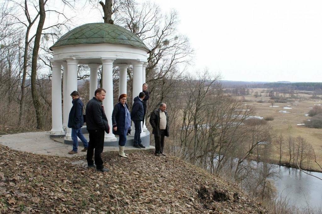 Альтанка Глибова в Черниговской области сползает в пропасть. Чиновники успокаивают, фото-2