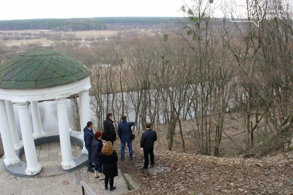 Альтанка Глибова в Черниговской области сползает в пропасть. Чиновники успокаивают, фото-3