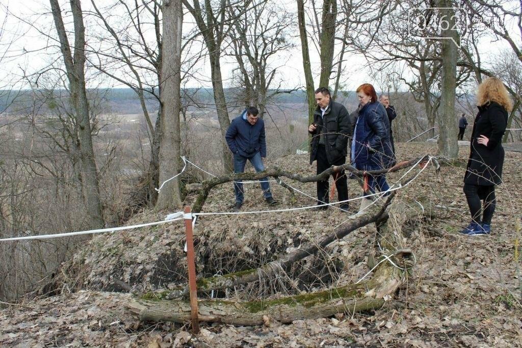 Альтанка Глибова в Черниговской области сползает в пропасть. Чиновники успокаивают, фото-5