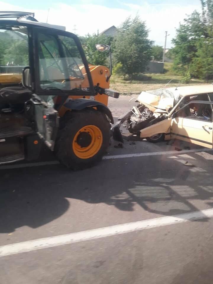 На выезде из Чернигова произошла ДТП с участием трактора. Ранены трое детей, фото-1