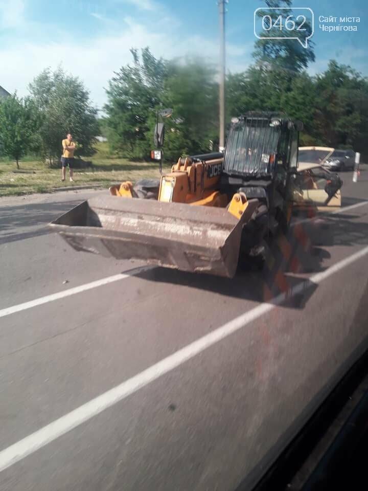 На выезде из Чернигова произошла ДТП с участием трактора. Ранены трое детей, фото-2