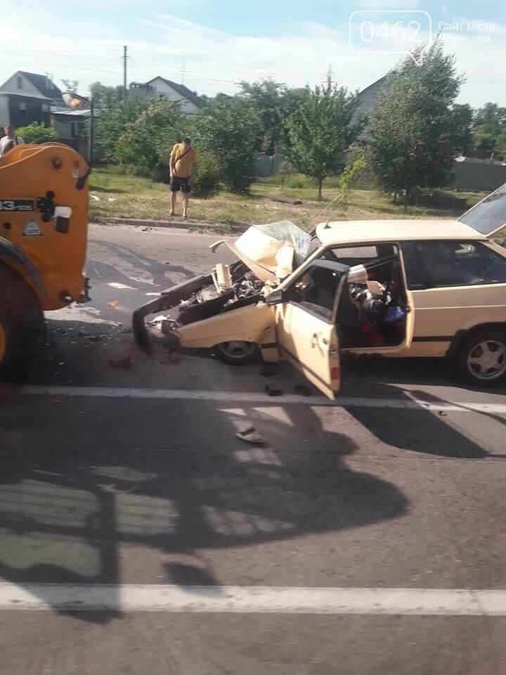 На выезде из Чернигова произошла ДТП с участием трактора. Ранены трое детей, фото-4