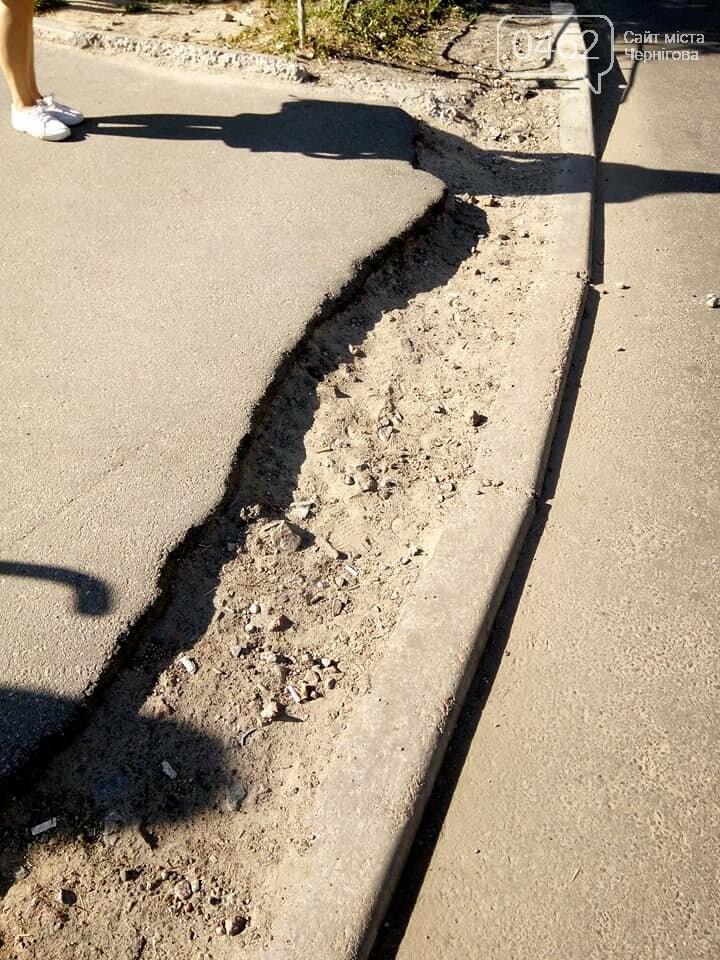 Чернігівські матусі невдоволені станом тротуарів та пішохідних переходів по місту, фото-1