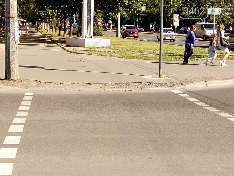Чернігівські матусі невдоволені станом тротуарів та пішохідних переходів по місту, фото-4