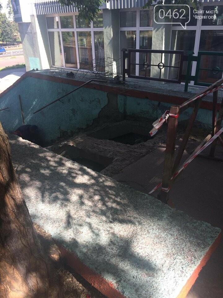 Возле магазина «Престиж» ремонтируют «непрестижную» лестницу, фото-2