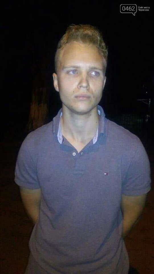 В Сумах задержали двух парней из Черниговской области, которые осквернили памятник Героям Небесной сотни, фото-1