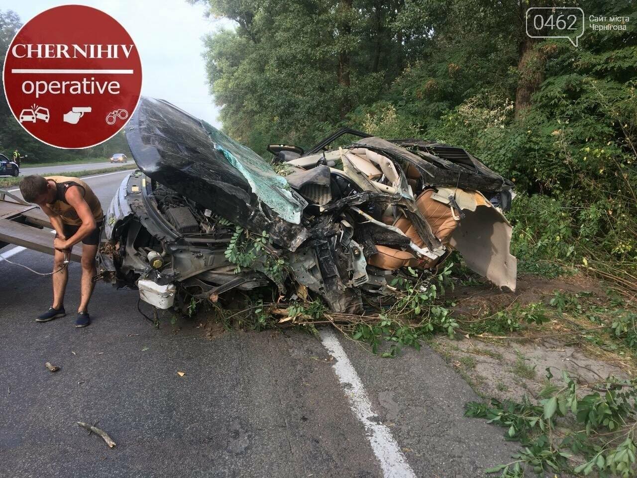 На Чернігівщині Range Rover з'їхав у кювет, є загиблі, фото-7