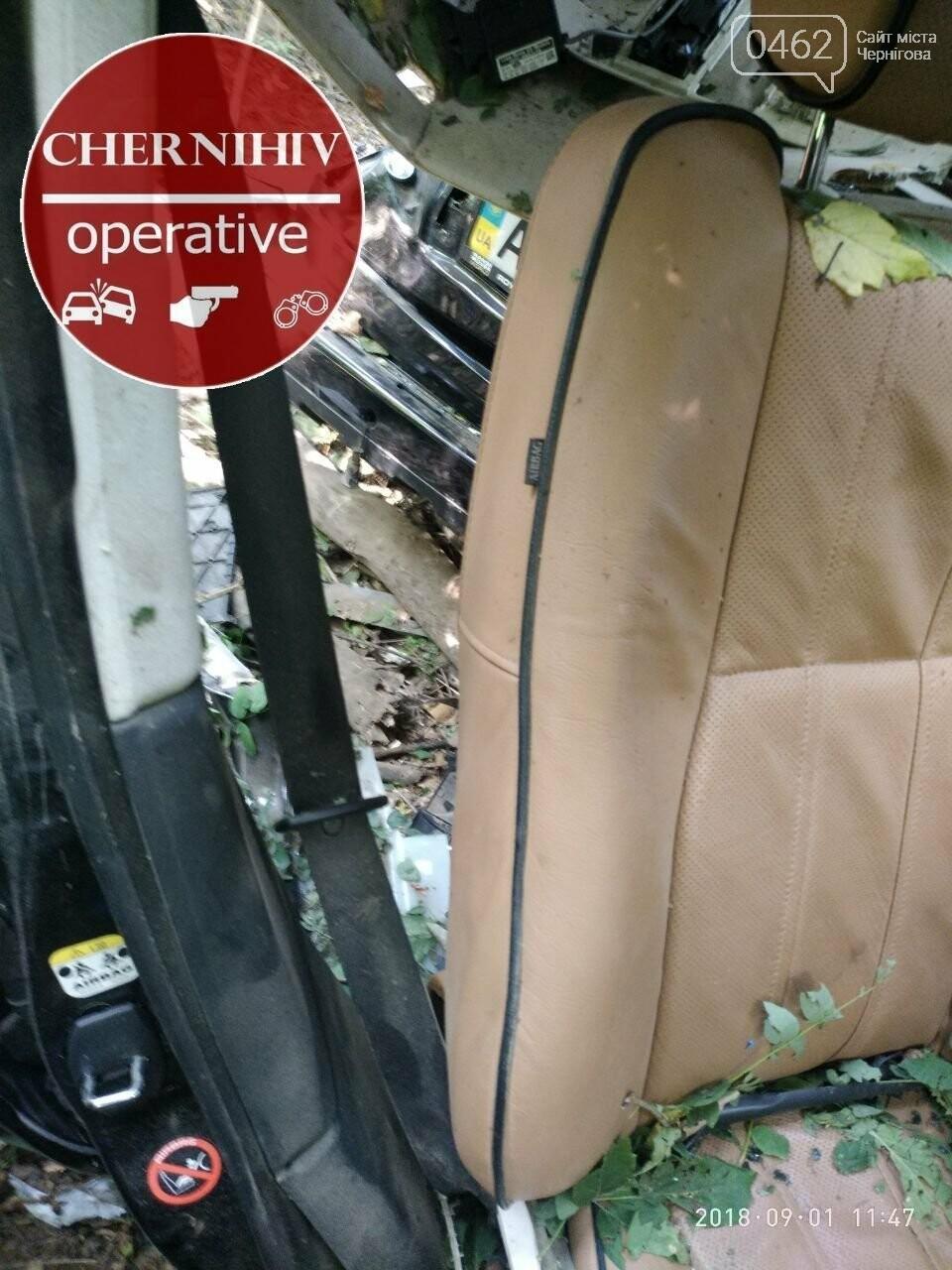На Чернігівщині Range Rover з'їхав у кювет, є загиблі, фото-3