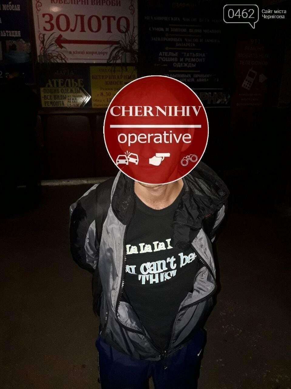 Чернігівські поліцейські затримали злодія з повним рюкзаком краденого, фото-3