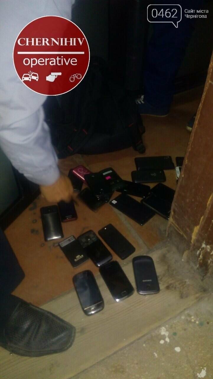 Чернігівські поліцейські затримали злодія з повним рюкзаком краденого, фото-4
