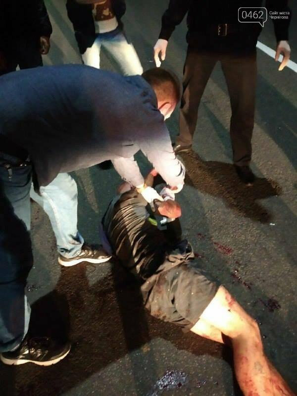 У Чернігові затримали хулігана, який кидався на людей та трощив вікна, фото-1