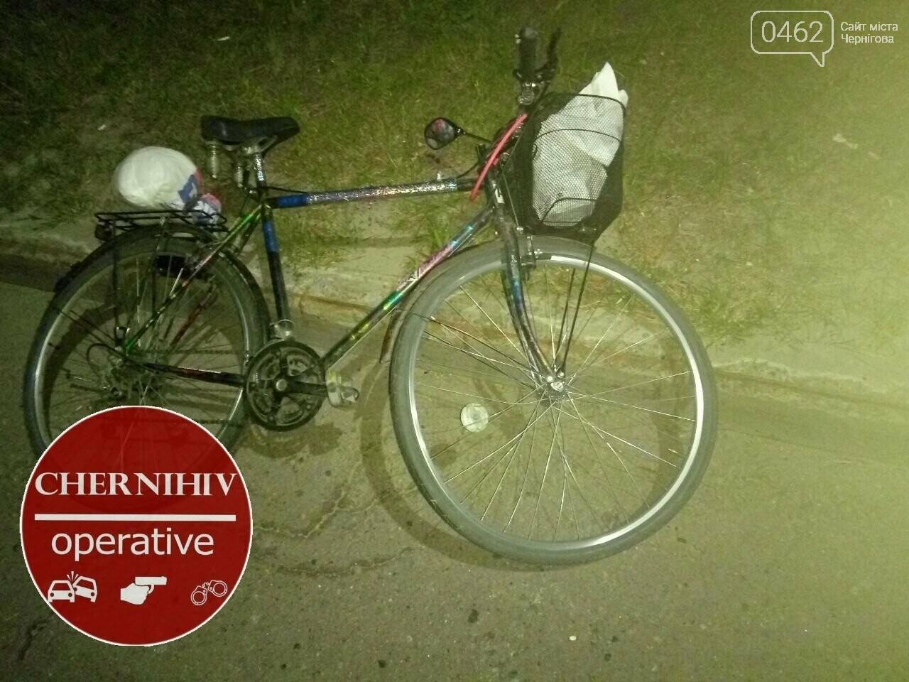 У Чернігові тролейбус збив велосипедиста, фото-1