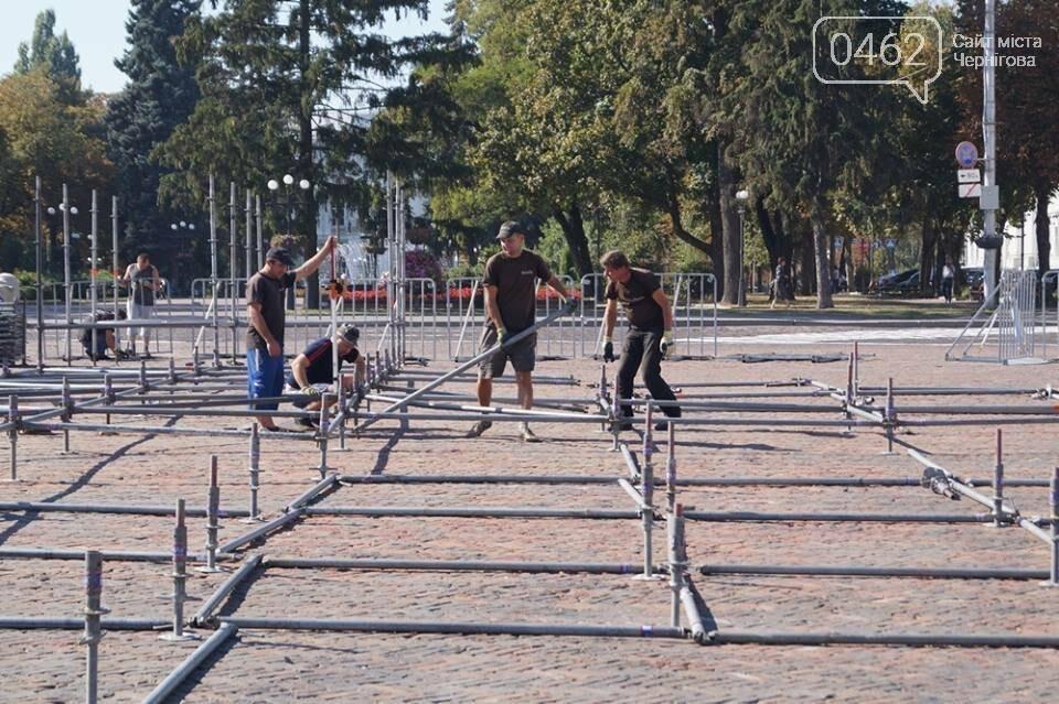 Головну сцену міста на Красній площі вже монтують, фото-4