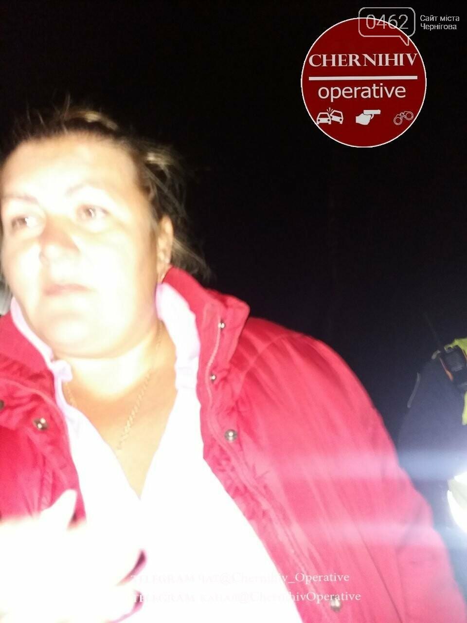 """П'яна жінка """"розсікала"""" на автівці по тротуару вулиці Рокосовського, фото-1"""