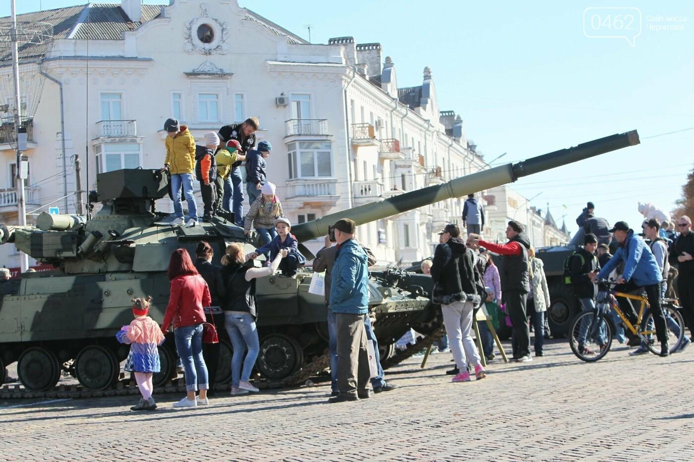 У Чернігові відбулась виставка військової техніки до Дня захисника України, фото-7