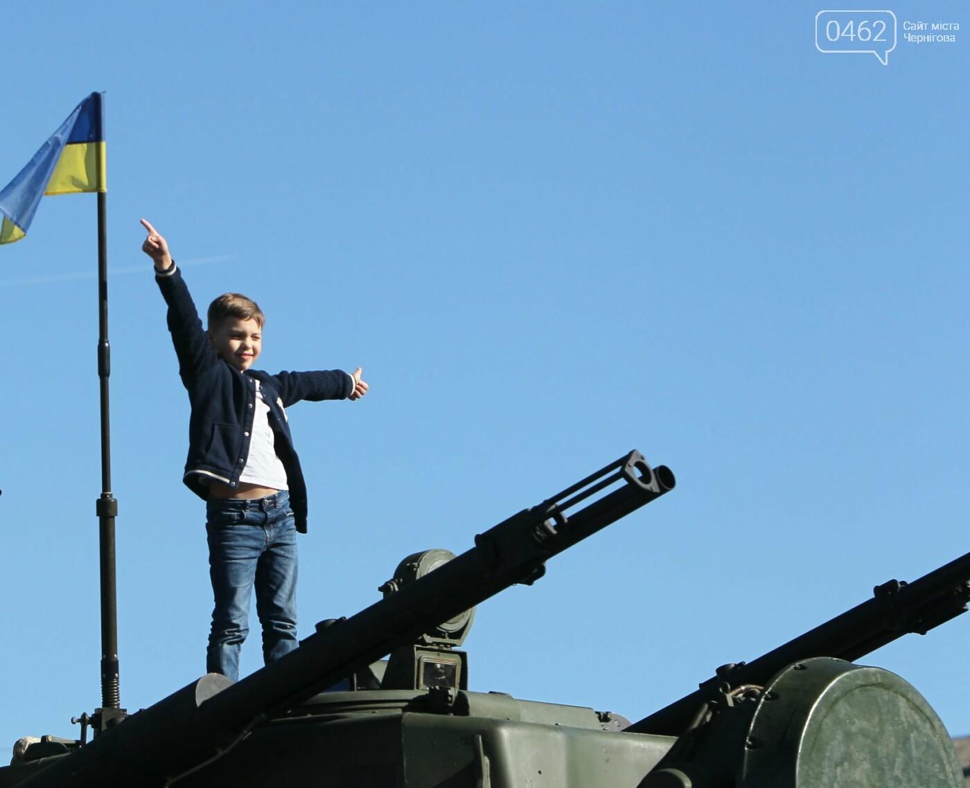 У Чернігові відбулась виставка військової техніки до Дня захисника України, фото-2