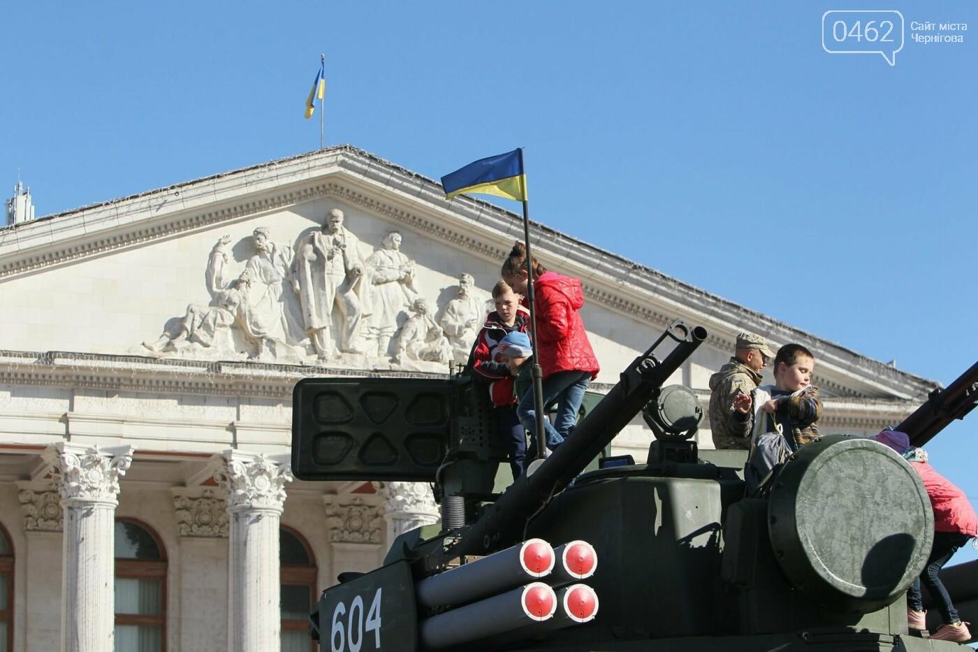 У Чернігові відбулась виставка військової техніки до Дня захисника України, фото-4