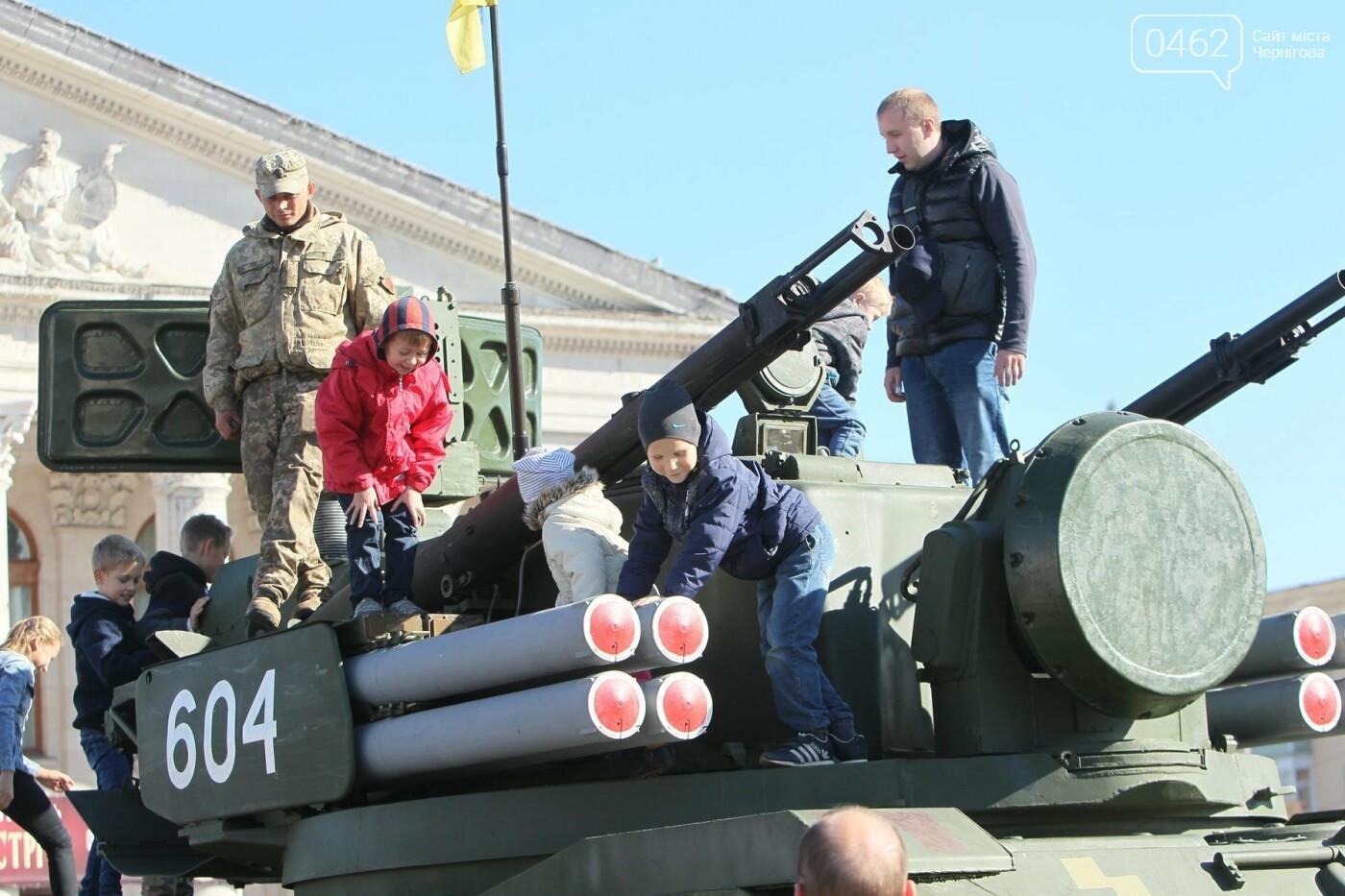 У Чернігові відбулась виставка військової техніки до Дня захисника України, фото-5