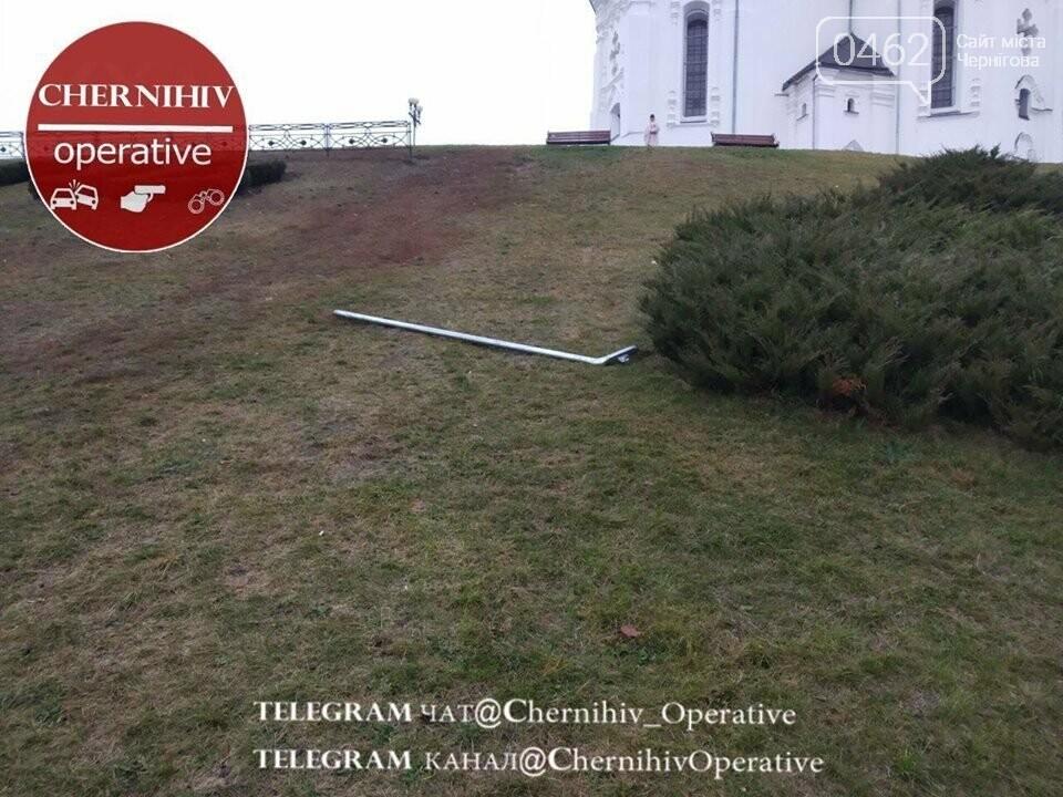 В Чернигове «Жигули» едва не влетели в Екатерининскую церковь, фото-4