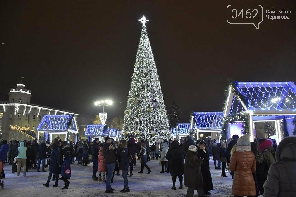 У Чернігові урочисто відкрили новорічну ялинку, фото-1