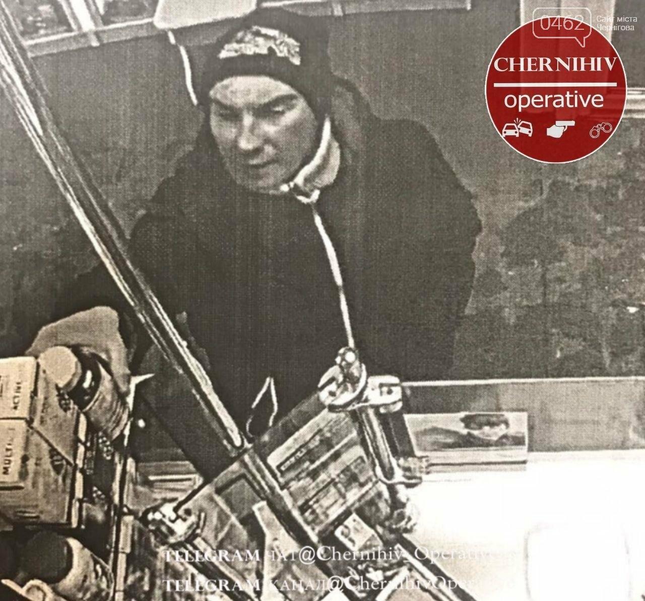 Мужчина украл с витрины черниговской аптеки лекарства. Его зафиксировала камера, фото-1