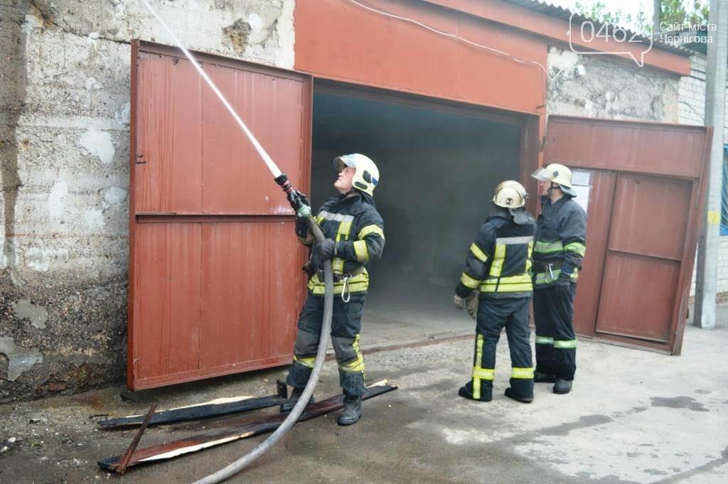 У Чернігові сталася пожежа на території обласного вузлу спецзв'язку, фото-3