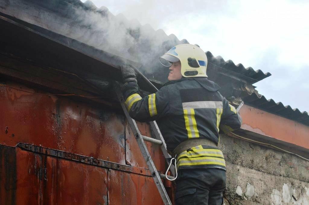 У Чернігові сталася пожежа на території обласного вузлу спецзв'язку, фото-5
