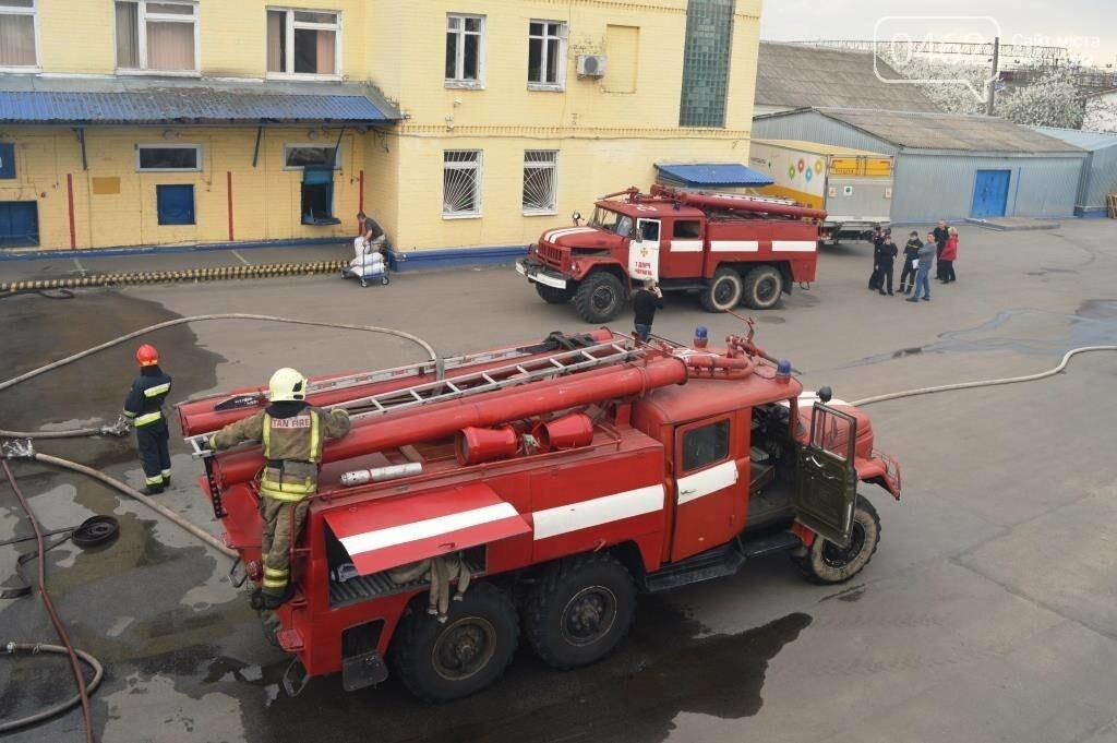 У Чернігові сталася пожежа на території обласного вузлу спецзв'язку, фото-1