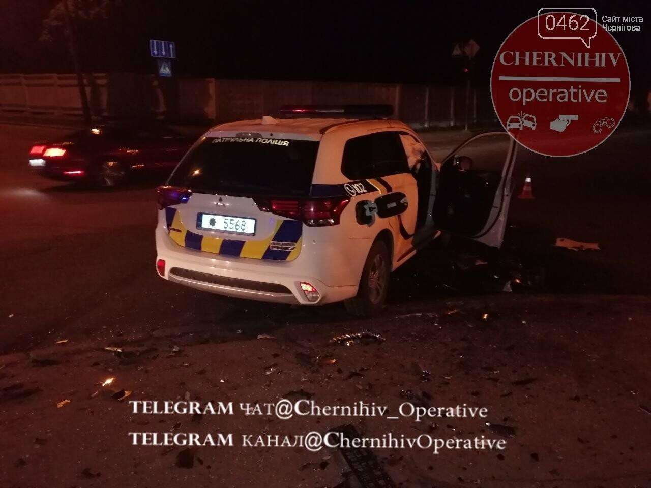 У Чернігові патрульний позашляховик потрапив у ДТП, фото-3