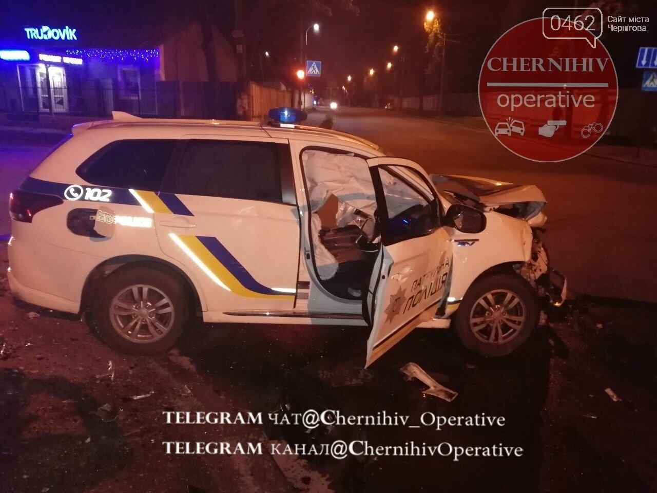 У Чернігові патрульний позашляховик потрапив у ДТП, фото-1