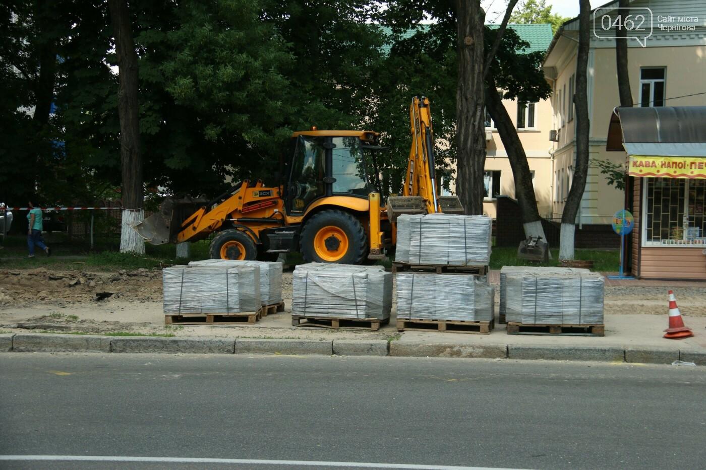 У Чернігові розпочався ремонт тротуарів на вулиці Шевченка, фото-12