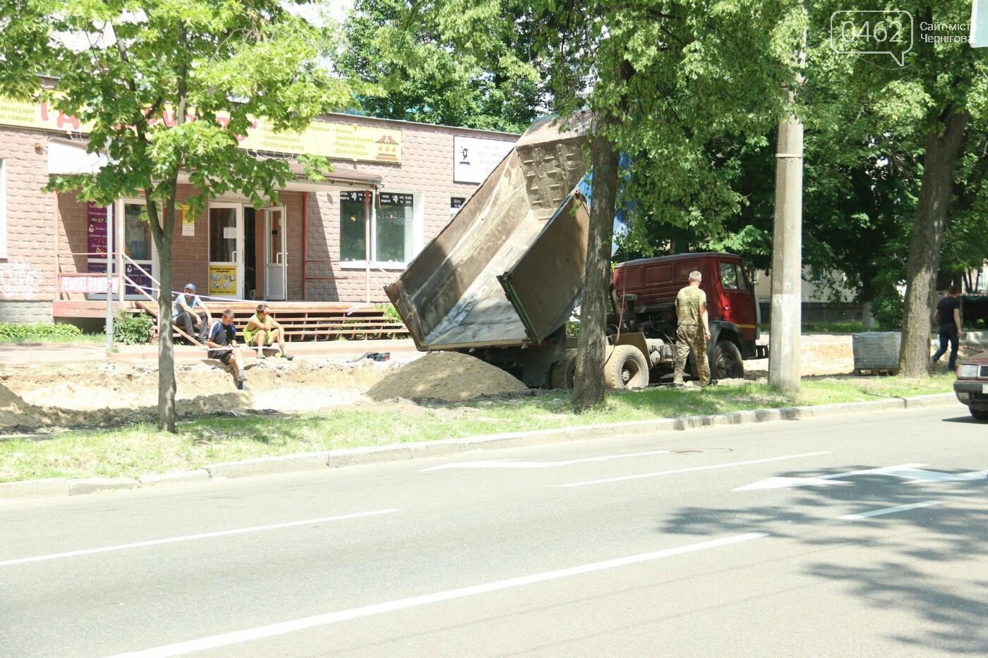 У Чернігові розпочався ремонт тротуарів на вулиці Шевченка, фото-13