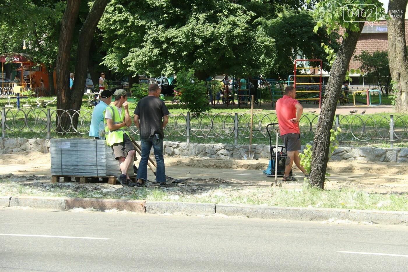 У Чернігові розпочався ремонт тротуарів на вулиці Шевченка, фото-14