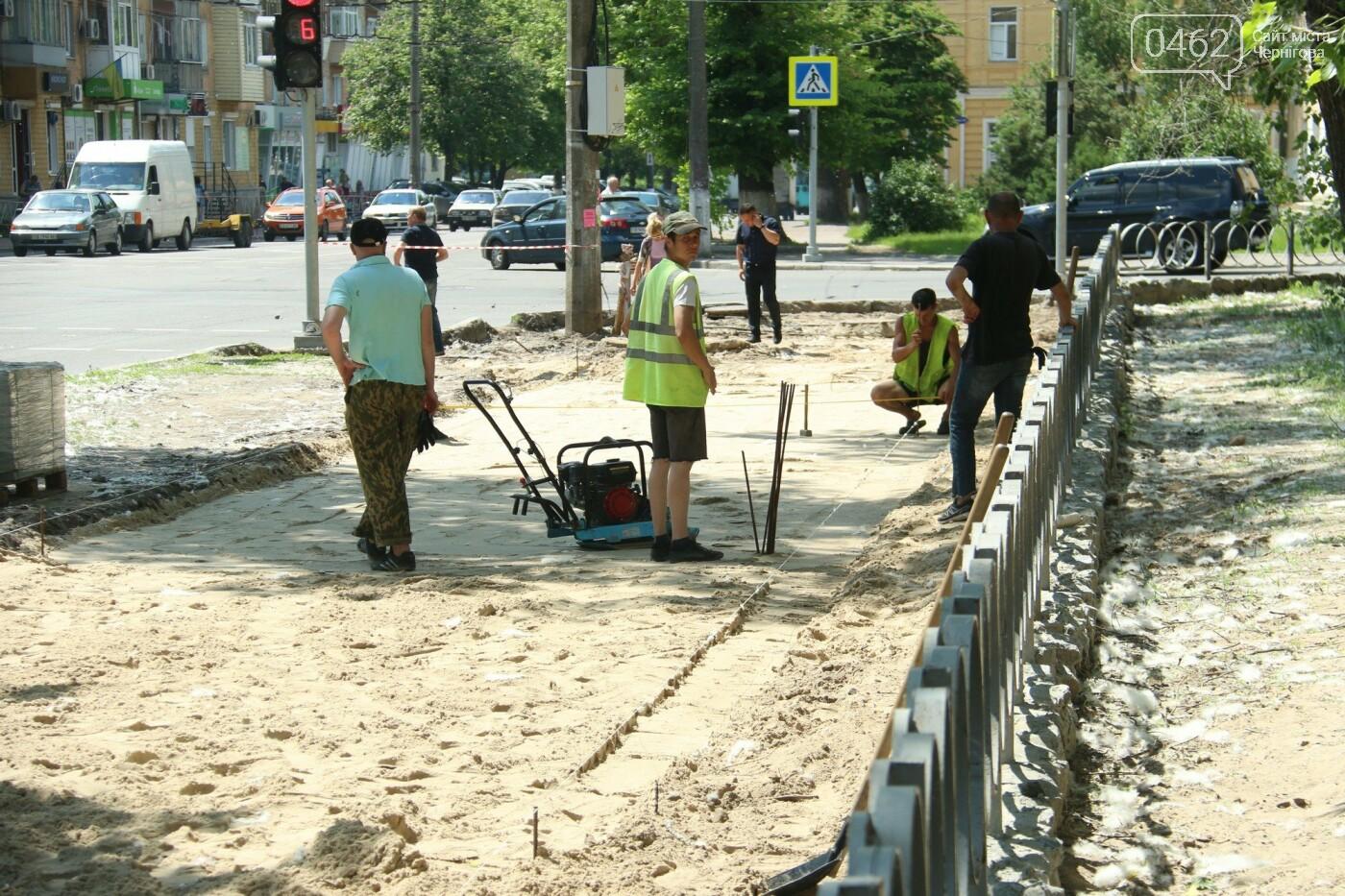 У Чернігові розпочався ремонт тротуарів на вулиці Шевченка, фото-22